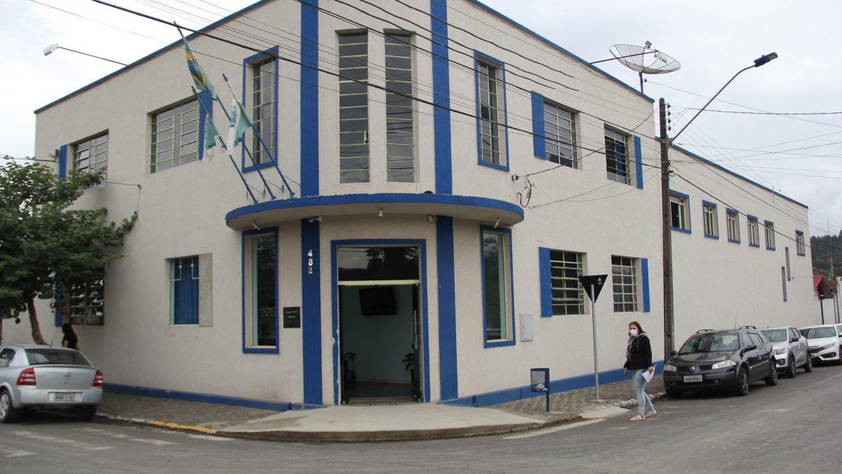 Prefeitura de Rio Azul abre 51 vagas em concurso público