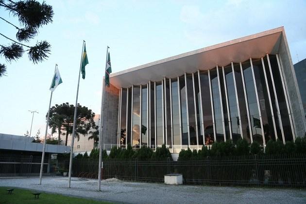 Deputados votam projeto que regulamenta cargos em universidades estaduais