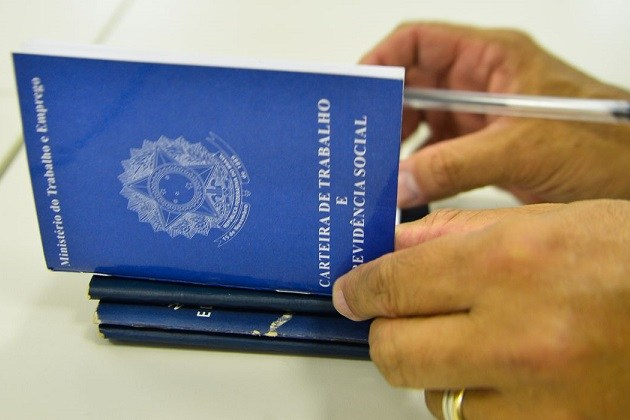 Mais de 860 mil vagas de emprego formais no Brasil são perdidas em abril