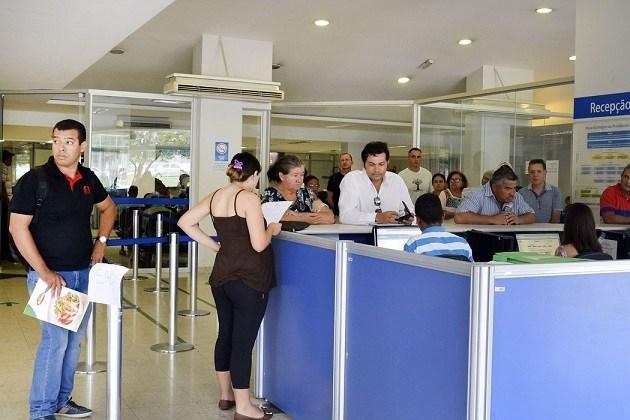 Aposentados e pensionistas começam a receber nesta segunda-feira (25) a segunda parcela do 13°