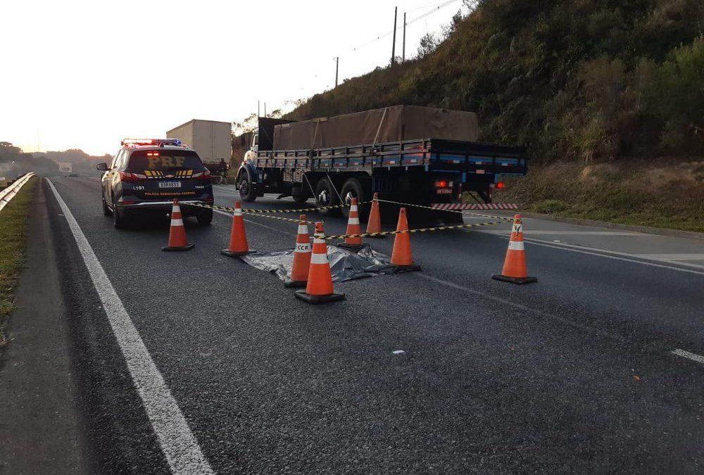 Homem morre atropelado por caminhão ao atravessar trecho da BR-277, em Campo Largo