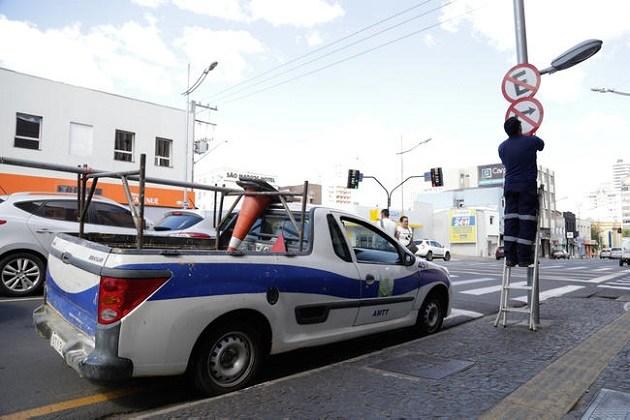 AMTT realiza reforço na revitalização de sinalização de trânsito em Ponta Grossa