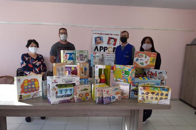 Rotary Club Centenário doa mais R$ 1,5 mil em brinquedos educativos para a APPDF