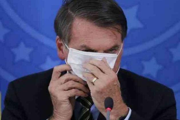 Juiz federal determina que Bolsonaro use máscara em espaços públicos