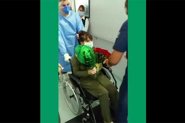 Vídeo: Paciente recuperada da Covid-19 é aplaudida pelos profissionais de saúde no Hospital da Unimed