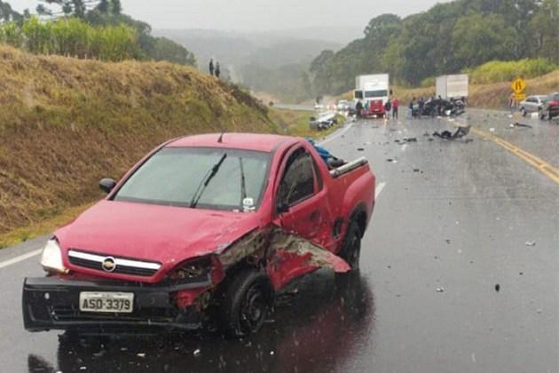 Grave acidente deixa dois mortos na BR-277 em Teixeira Soares