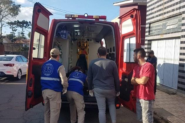 Vídeo: Colisão entre motociclistas na Vila Madureira deixa jovem ferido em estado grave