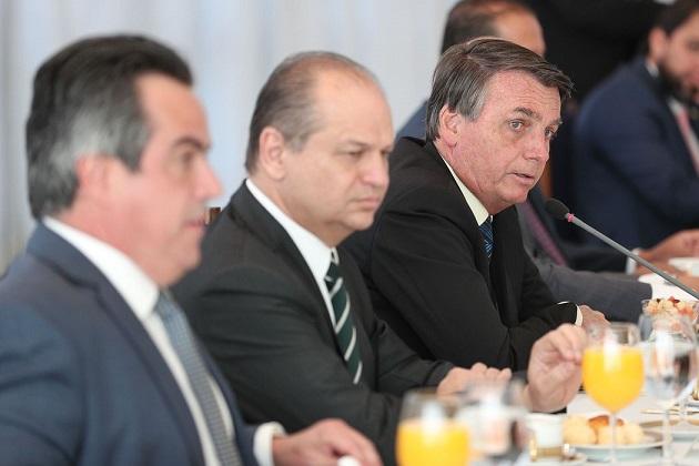 Bolsonaro anuncia prorrogação do auxílio emergencial, no valor de R$300, até o final do ano