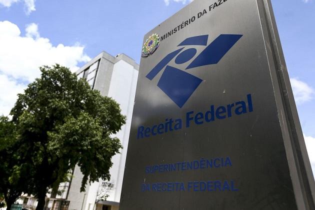 Contribuintes retidos na malha fina começam a receber cartas da Receita Federal nesta quinta-feira (29)