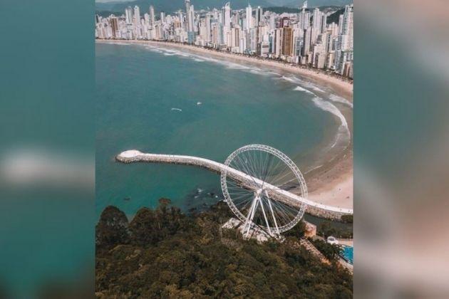 Balneário Camboriú recebe a maior roda gigante estaiada da América Latina; veja fotos