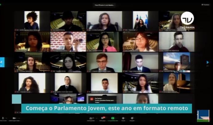 Estudantes tomam posse no Parlamento Jovem Brasileiro