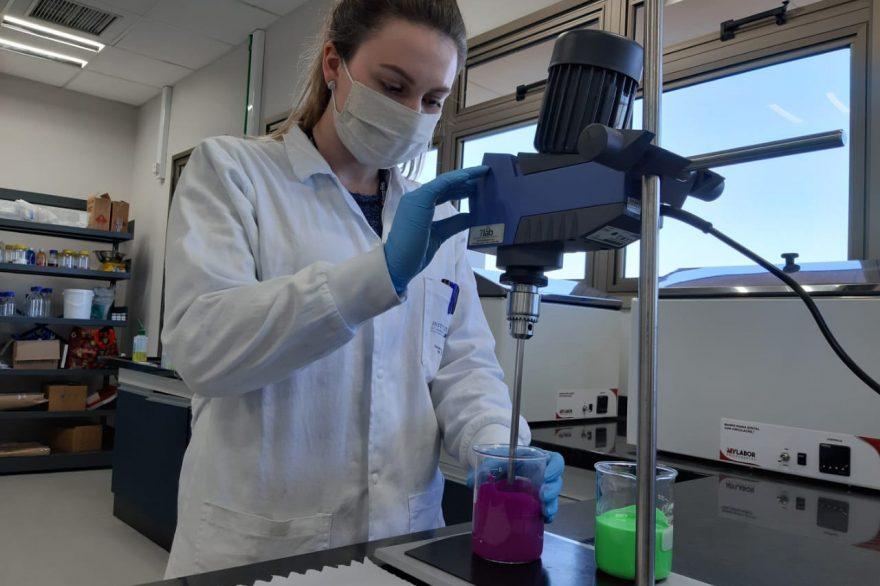 Governo do PR e iniciativa privada se unem para criação de tinta que inativa o coronavírus