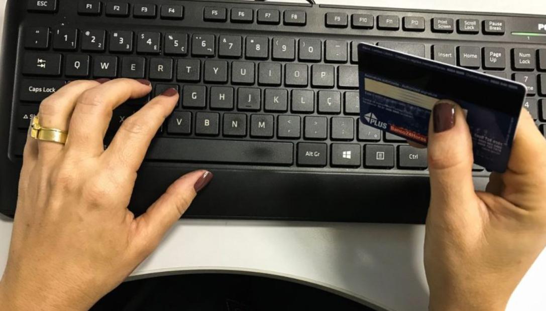 Pagamentos com cartões movimentam R$ 2 trilhões em 2020 no Brasil