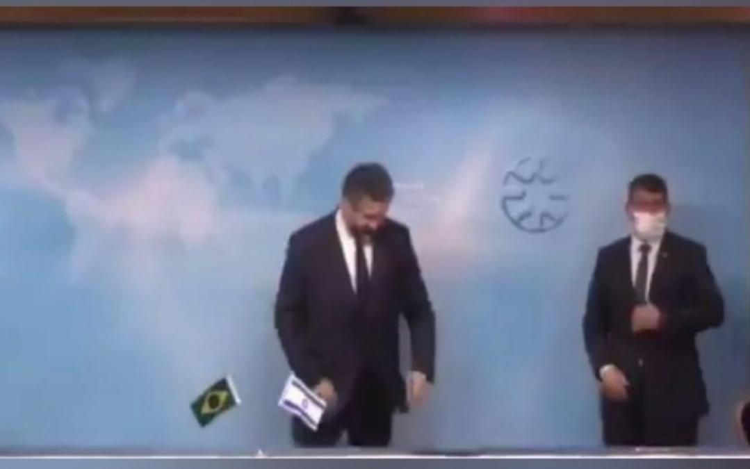 Ministro das Relações Exteriores do Brasil é repreendido em Israel por não usar máscara