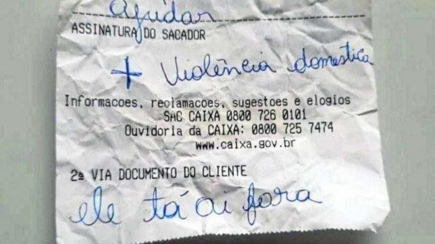 Mulher que sofria violência doméstica usa bilhete para pedir ajuda a funcionário de banco