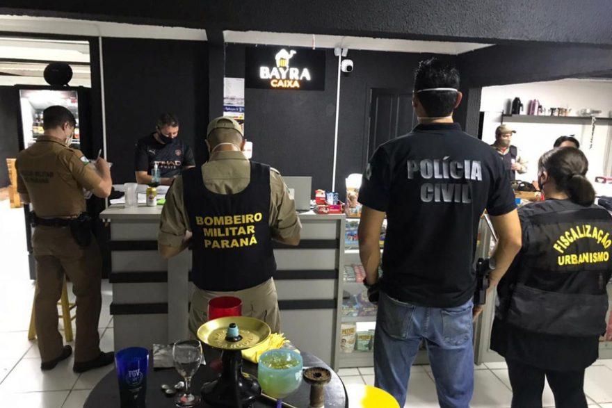 Fiscalização fecha oito pontos comerciais e prende 20 pessoas no fim de semana no Paraná