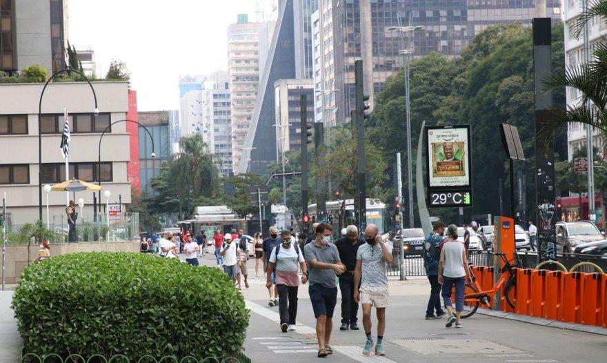 Prefeito de SP adianta cinco feriados municipais para tentar frear COVID-19
