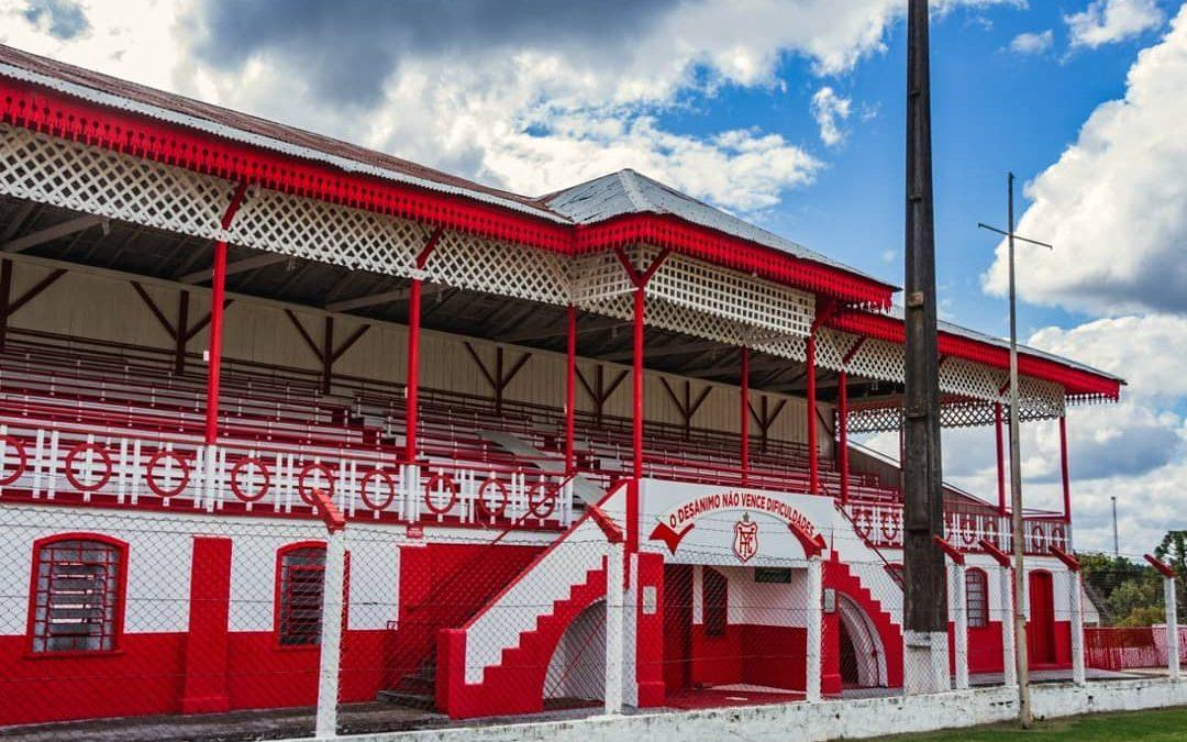 A centenária arquibancada do Estádio João Chede se constituiu parte essencial da cultura popular e da convivência social do palmeirense.