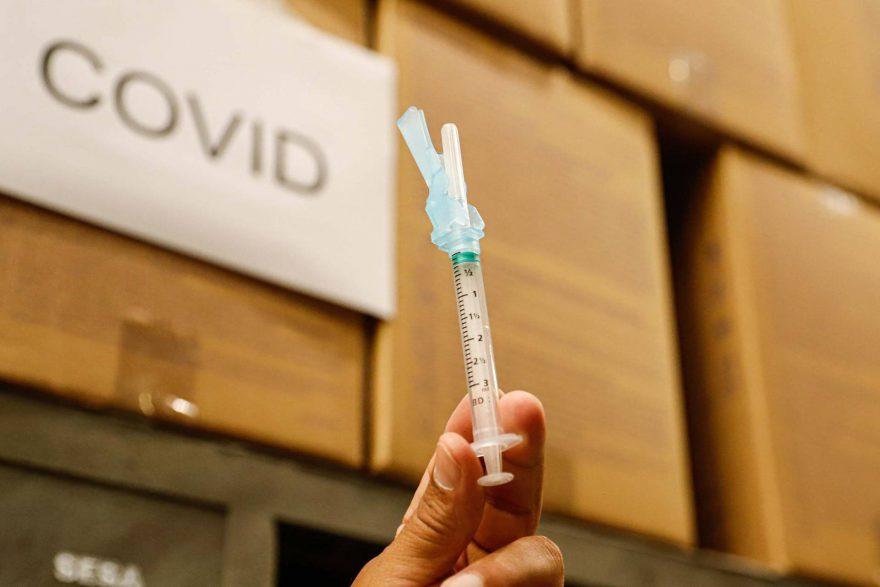 Governo investe R$ 700 mil em vacina contra a Covid-19 desenvolvida pela UFPR