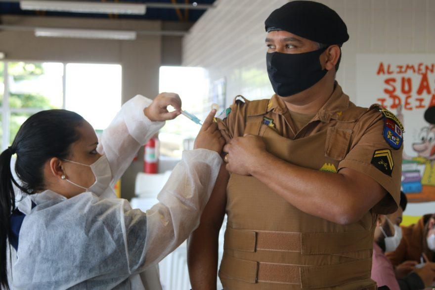 Policiais Militares recebem vacina contra COVID-19 em PG