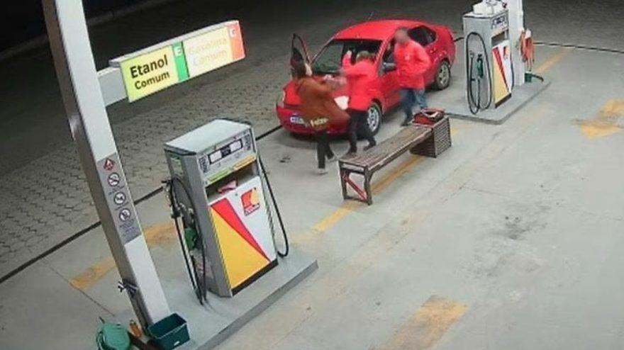 Frentista é agredida após colocar, por engano, R$ 3 a mais de gasolina em carro