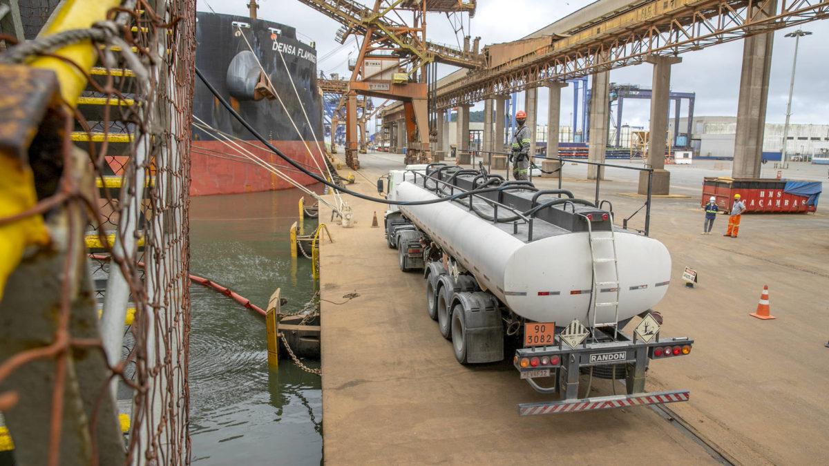 Óleo usado de navios recolhido no Porto de Paranaguá é destinado à reciclagem