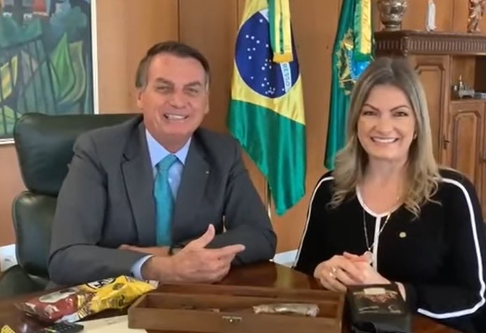 Vídeo: Deputada Aline Sleutjes convida Jair Bolsonaro para visitar os Campos Gerais