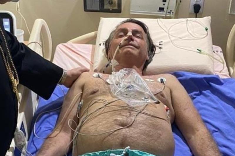 Bolsonaro ficará internado e receberá tratamento clínico, diz boletim médico