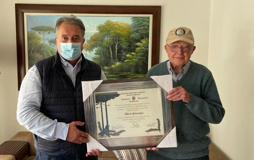 Artista plástico Horst Shnepper é homenageado com o título de cidadão benemérito do estado do Paraná