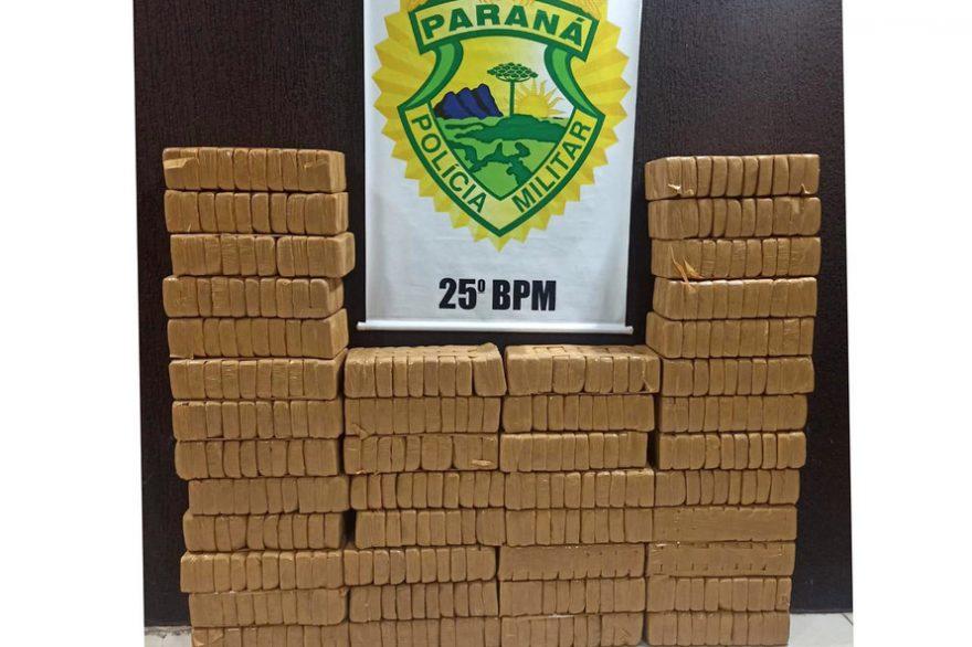 PM apreende mais de 400 kg de crack em propriedade rural no Paraná
