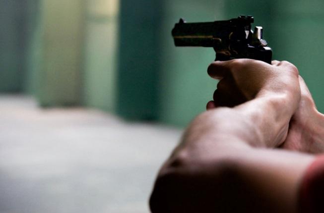 Jovem sofre ferimentos na cabeça após ser atingido por tiro em rua de Carambeí
