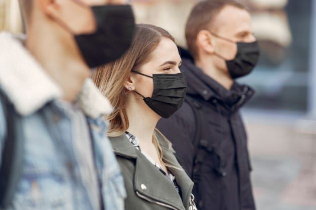 Estudo com pacientes infectados reforça eficácia das máscaras contra a COVID-19, diz Fiocruz