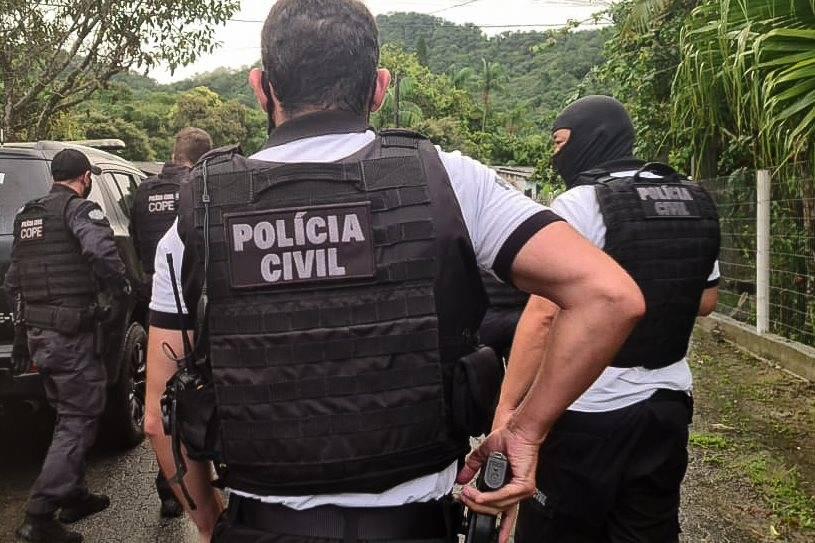 Polícia Civil prende envolvidos na venda de substâncias indevidas para produção de vacinas no Paraná