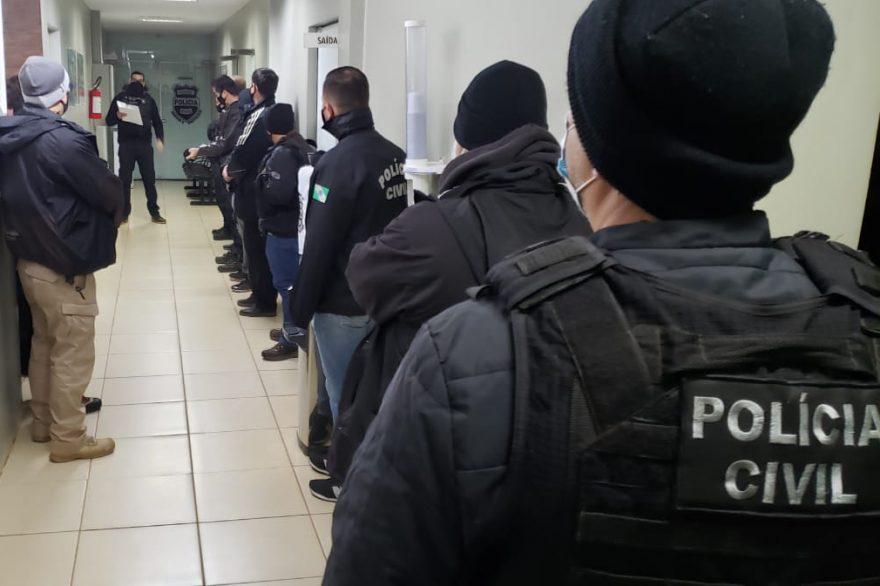 Polícia Civil desmancha quadrilha que lucrou mais de R$ 1 milhão com fraude de documentos no Paraná