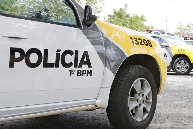 Motorista embriagado e sem CNH bate contra portão de residência e acaba detido em PG