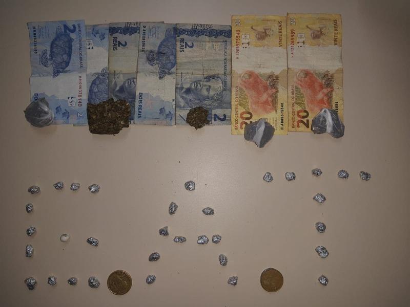 GAT encontra sacola com drogas e dinheiro em rua de PG