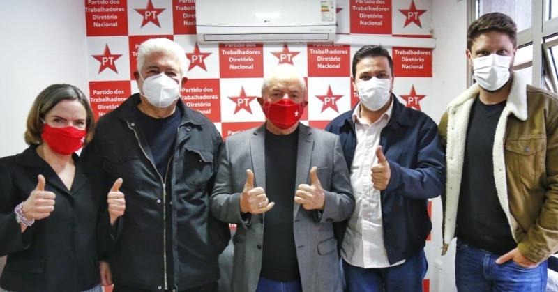 Lula convida Roberto Requião para se filiar ao PT
