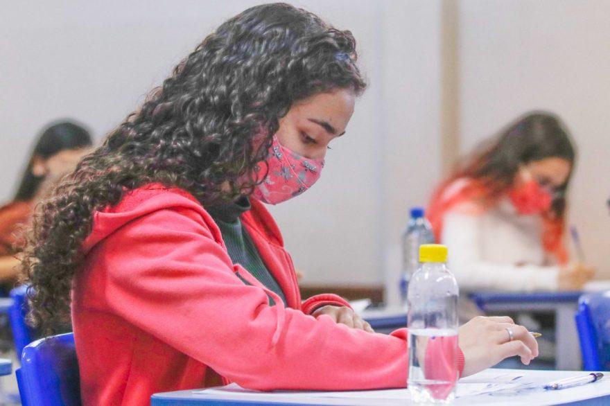 Mais de 8 mil candidatos devem fazer a prova do PSS da UEPG neste domingo (15)