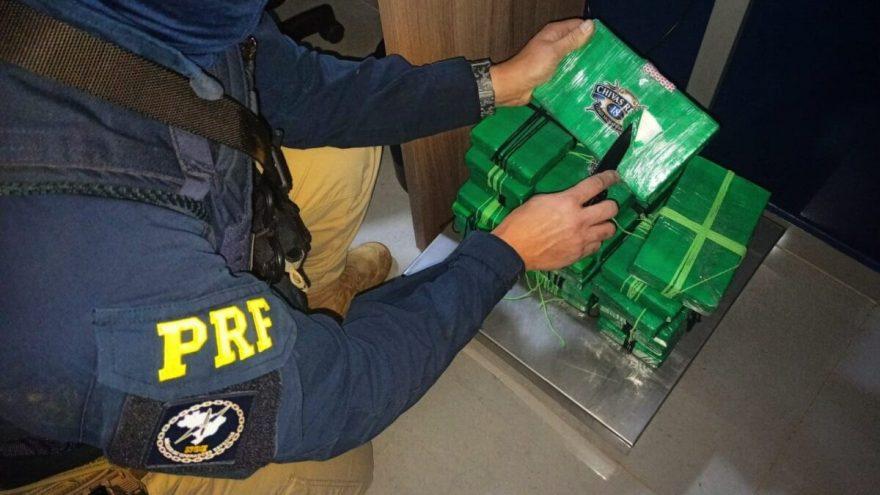 Homem é preso no Paraná com 20 kg de cocaína escondidos em carro enquanto viajava com filhos de 9 e 11 anos de idade