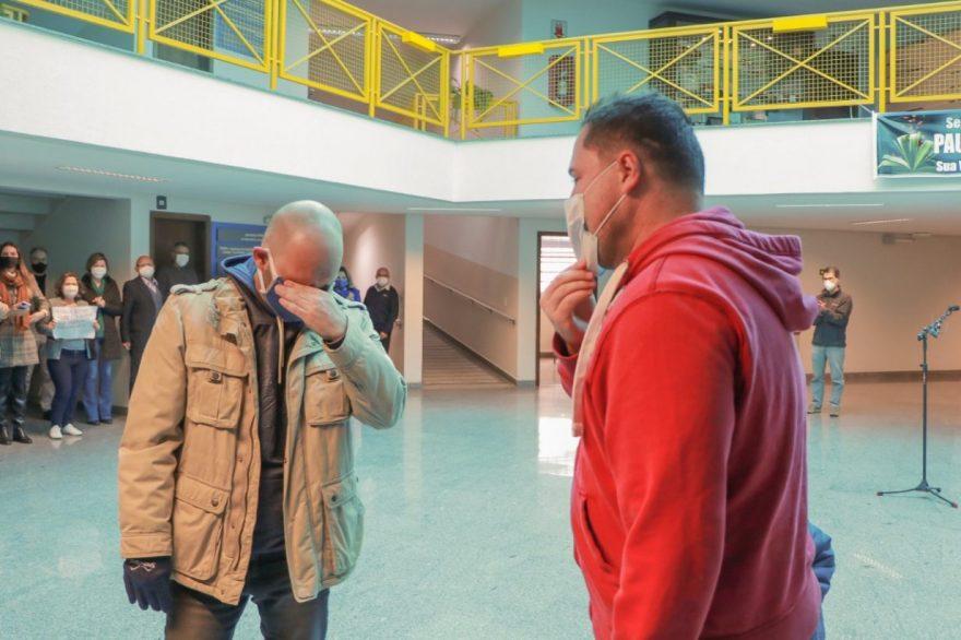Fotos: Servidores da UEPG recebem homenagem após vencerem a COVID-19