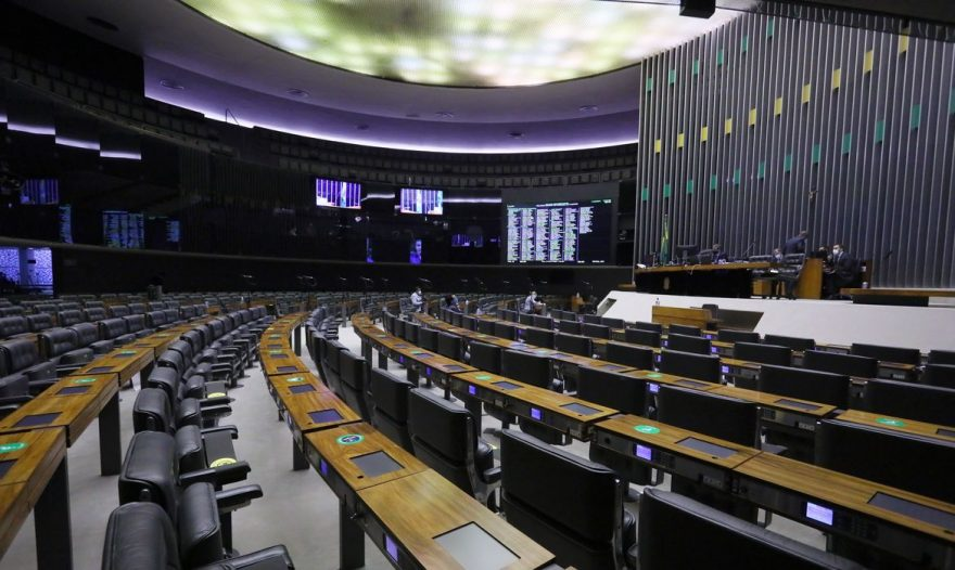 Câmara dos Deputados pode discutir PEC do voto impresso nesta terça (10)