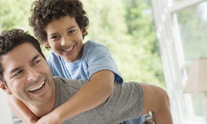 Dia dos Pais: 35% dos brasileiros não veem os pais desde março de 2020, diz pesquisa