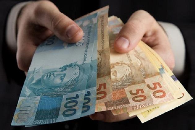 Idosa cai em golpe e sofre prejuízo de R$ 3 mil em PG