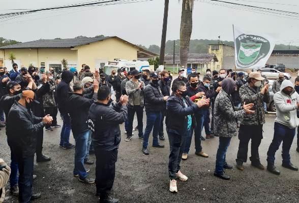 Policiais penais do Paraná protestam e suspendem atividades nas penitenciárias