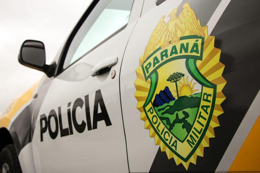 Após discussão, homem atira pedras contra casa de vizinho e acaba preso em PG
