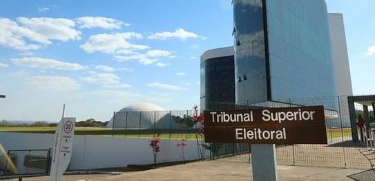 """TSE decide que """"rachadinha"""" configura enriquecimento ilícito e dano ao patrimônio público"""