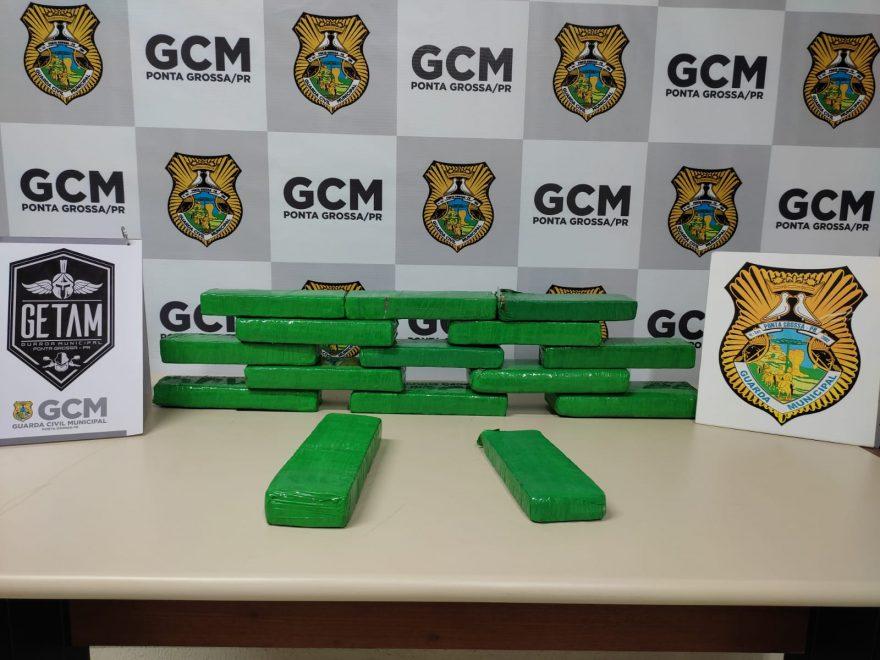 Após denúncia, GCM apreende cerca de 10 kg de maconha em PG
