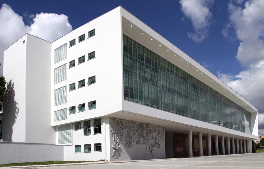 Deputados movem ação contra propagandas de Ratinho Júnior