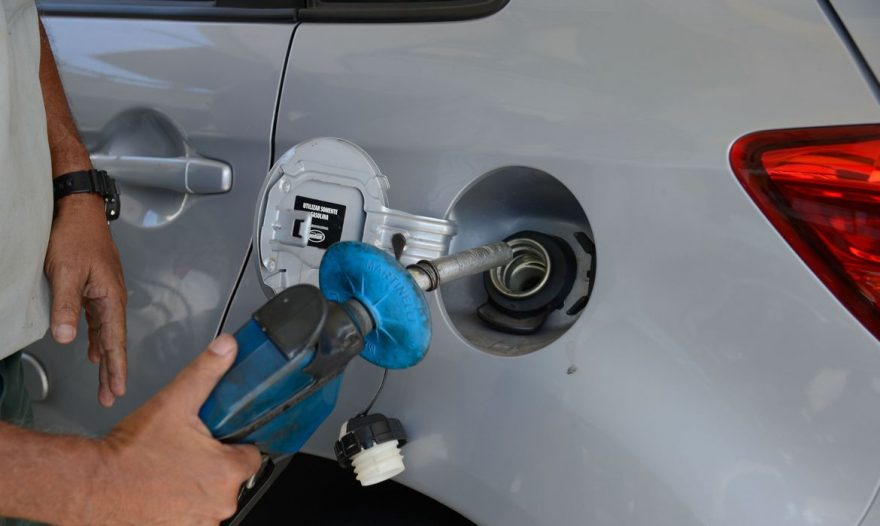 Bolsonaro discute preço dos combustíveis com Câmara dos Deputados e Ministro da Economia